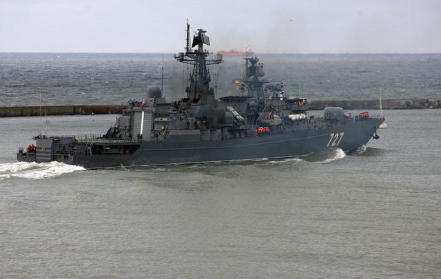 سفن روسية سترافق السفن الناقلة للأسلحة الكيميائية السورية