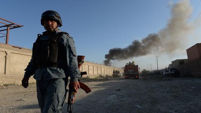 مقتل 3 من رجال الشرطة على الأقل في سلسلة انفجارات قرب السفارة الأمريكية في كابول