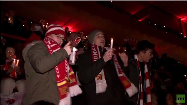 بالفيديو... مشجعو فريق ألماني يحتفلون بأعياد الميلاد