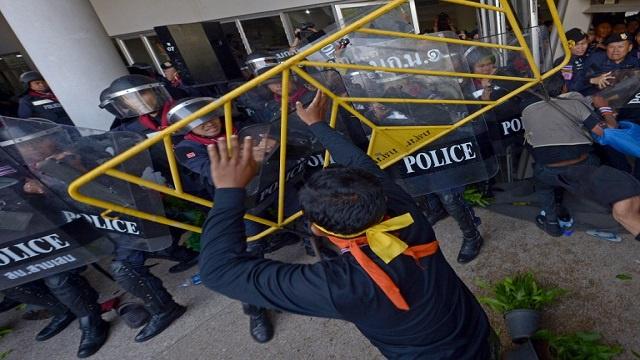 تمديد العمل بقانون الطوارئ في تايلاند لمواجهة المظاهرات المناهضة للحكومة