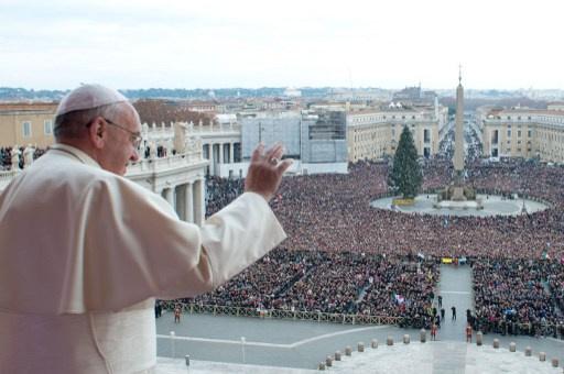 بابا الفاتيكان يدعو في قداس الميلاد للسماح بوصول المساعدات الإنسانية إلى السوريين