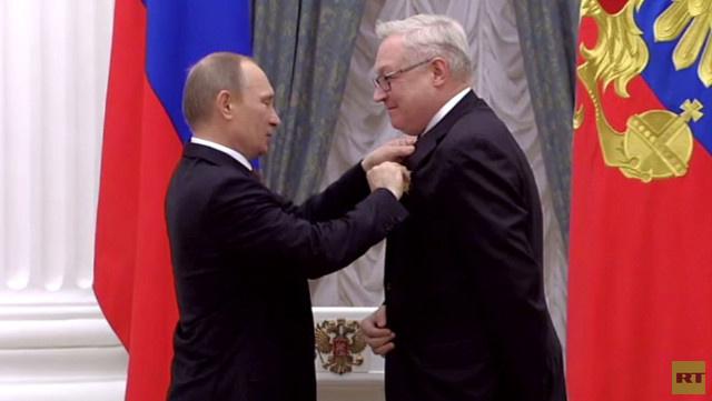 بوتين يقلد ريابكوف والسفير الروسي في ليبيا الى جانب رجال دولة وعلماء وعسكريين أوسمة حكومية