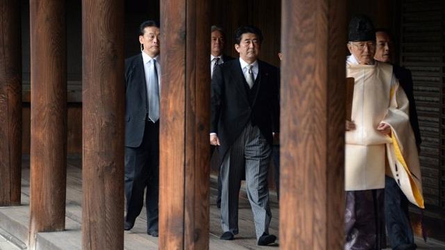 وزير الداخلية الياباني يزور معبد ياسوكوني بعد زيارة رئيس الوزراء لهذا المعبد