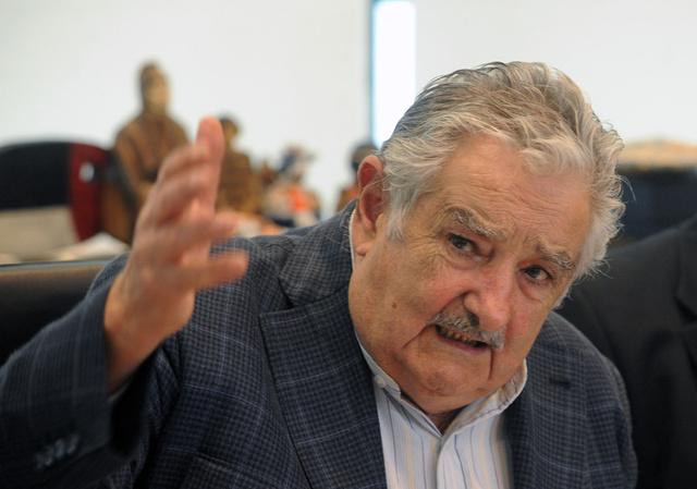 رئيس الأوروغواي يمنح بوليفيا والبارغواي منفذا على الأطلسي