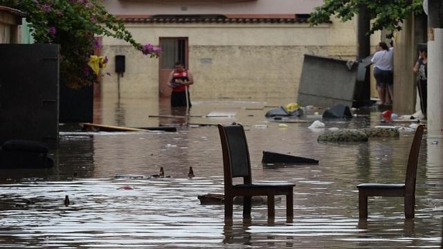 70 قتيلا حصيلة الأمطار والسيول في البرازيل وأمريكا وكندا