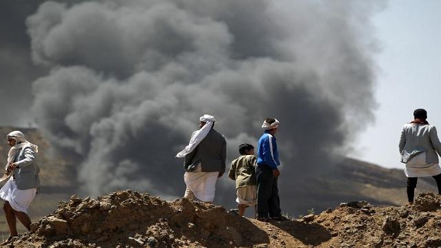مقتل 10 وإصابة العشرات في قصف للجيش على معبر بين جنوب وشمال اليمن