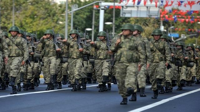 الجيش التركي يتعهد بعدم التدخل في فضيحة الفساد