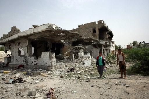 منصور هادي يأمر بالتحقيق في حادث قصف مجلس عزاء جنوب اليمن