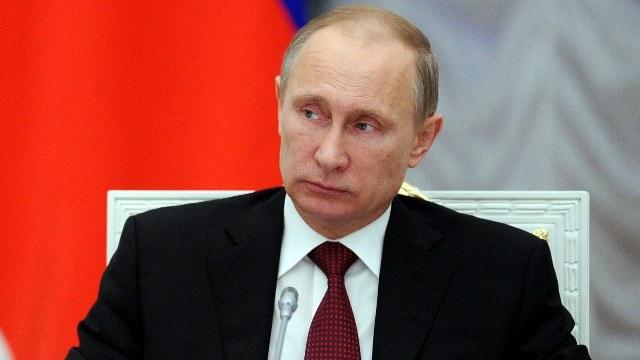 فلاديمير بوتين سياسي عام 2013 حسب استطلاع الرأي العام الروسي