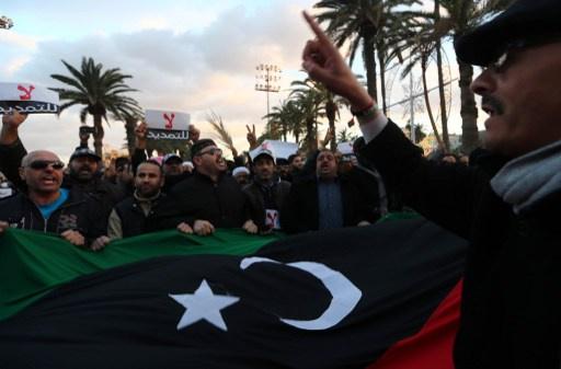 ليبيا.. محتجون يقتحمون قناة تلفزيونية ويقفلون مقرات عدد من الوزراء