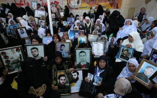 السلطة الفلسطينية تستنكر بشدة مماطلة اسرائيل في الافراج عن الأسرى