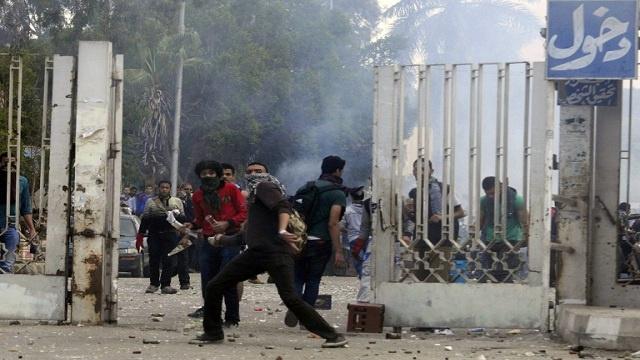 اشتباكات في جامعة الأزهر والنيابة تحبس 72 طالبا على ذمة التحقيق