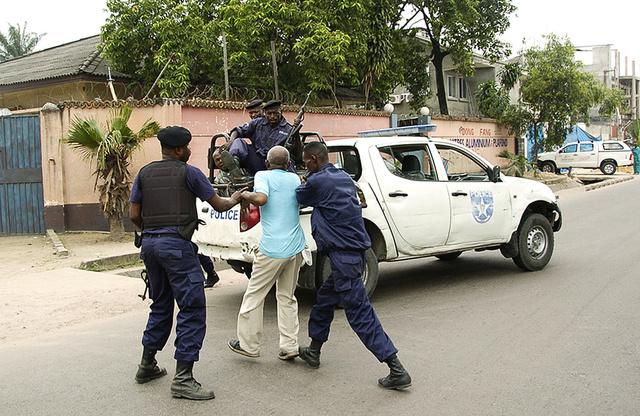 الكونغو الديمقراطية: إطلاق نار مكثف بعد الهجوم على المطار والتلفزيون واحتجاز صحفيين