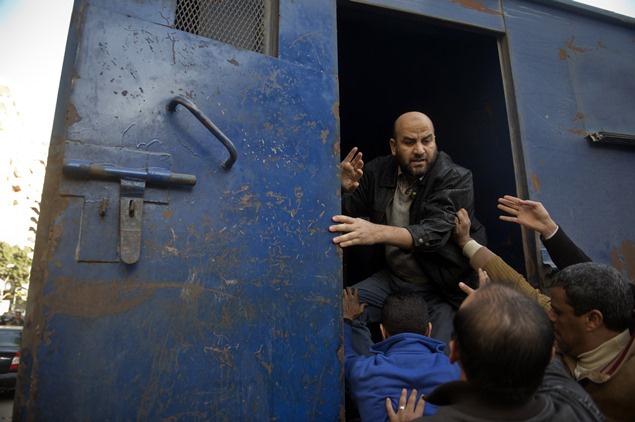 القضاء المصري يحكم على 136 من أنصار الإخوان بعامين في السجن لمشاركتهم في اشتباكات رمسيس