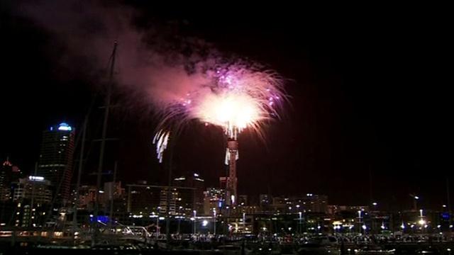 مشاهد لاحتفالات عيد رأس السنة في مدينة أوكلاند اكبر المدن النيوزيلاندية