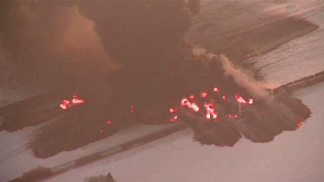 بالفيديو... نشوب حريق هائل أثر اصطدام قطارين في ولاية داكوتا الامريكية
