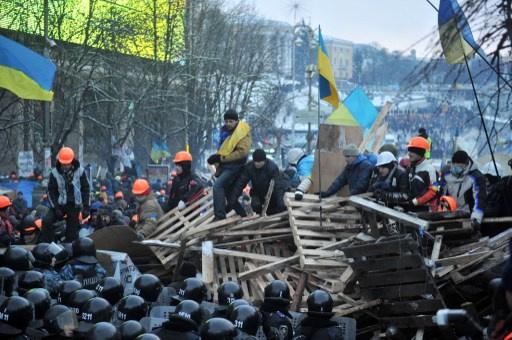 السلطات الأوكرانية تنفي نية تفريق المتظاهرين في وسط كييف.. والمعارضة تطالب برحيل قيادة البلاد