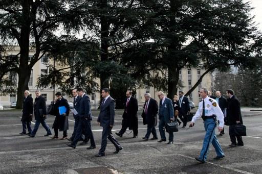 استمرار مفاوضات وفدي الحكومة والمعارضة السورية والحديث حول هيئة الحكم الانتقالي