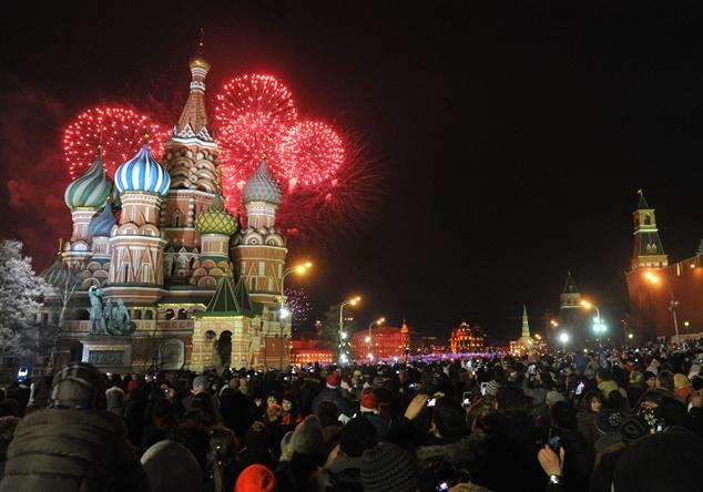 روسيا تحتفل بحلول رأس السنة تسع مرات