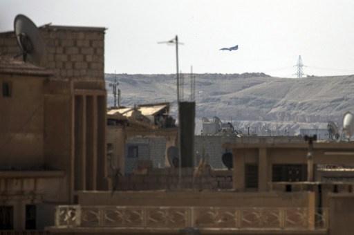 الطيران السوري يشن غارة على جرود عرسال واصابة 10 سوريين
