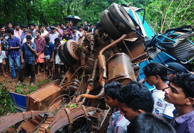 مقتل 27 شخصا بحادث سقوط حافلة في هاوية غرب الهند