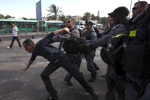 اسرائيل تلقى القبض على 4 فلسطينيين وتشن غارات على اهداف في قطاع غزة
