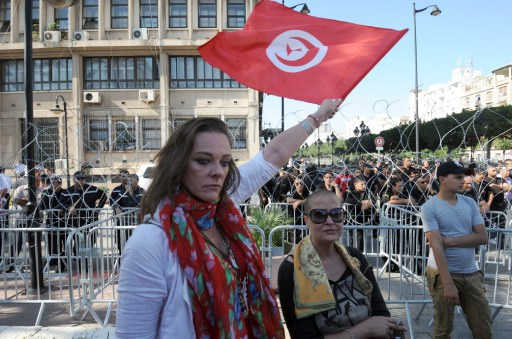 البرلمان التونسي يقر فصول الدستور ويرفض الاسلام مصدرا للتشريع