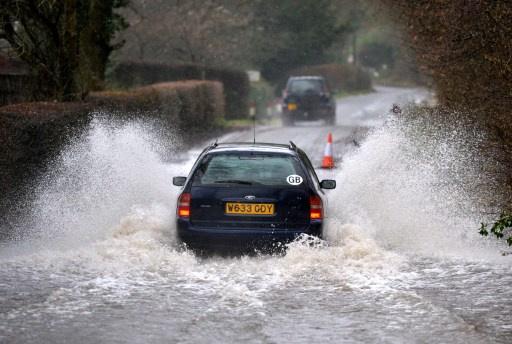 خطر حدوث فيضانات في 450 منطقة ببريطانيا