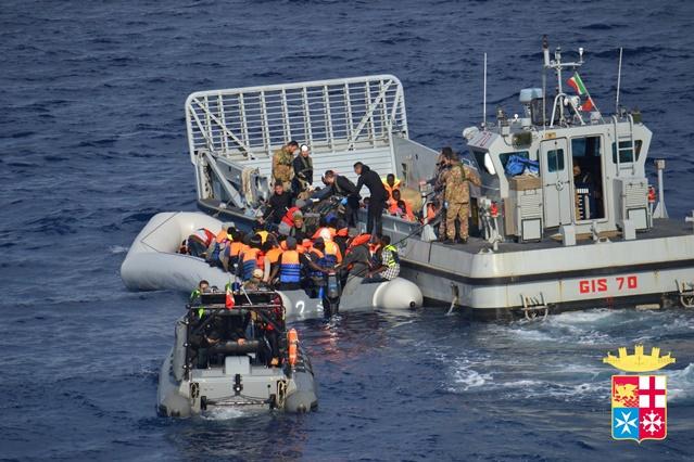 السلطات الإيطالية تنقذ أكثر من ألف مهاجر غير شرعي في مياه المتوسط خلال الساعات الـ48 الماضية