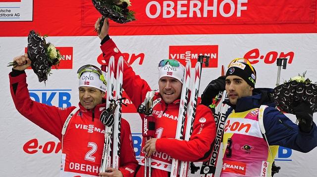 النرويجي سفيندسين ينتزع ذهبية سباق الملاحقة للبياثلون من مواطنه الأسطورة بيورندالين