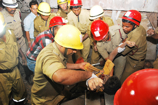 ارتفاع حصيلة ضحايا انهيار مبنى في الهند إلى 21 قتيلا
