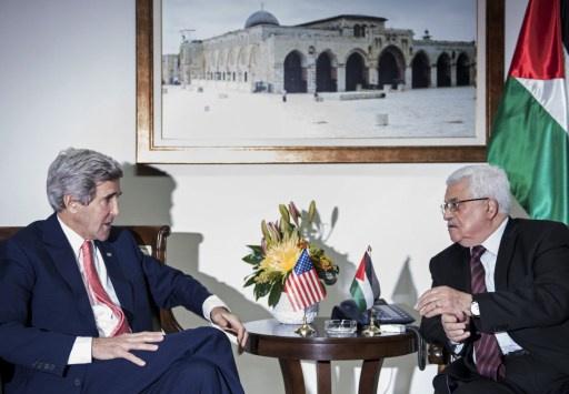 كيري يبحث دفع عملية السلام مع عباس
