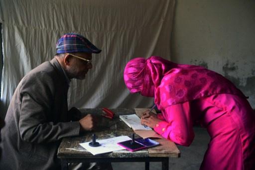 احراق 200 مركز انتخابي مع اطلاق انتخابات برلمانية في بنغلادش