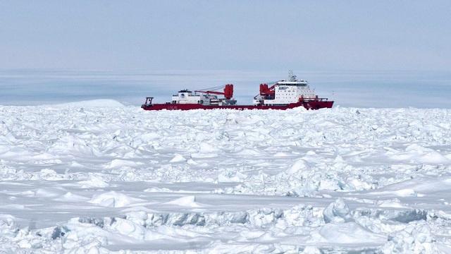 الولايات المتحدة ترسل كاسحة جليد لمساعد السفينة الروسية العالقة قرب القطب الجنوبي