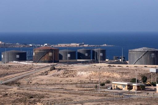 البحرية الليبية تمنع ناقلة نفط من تحميل شحنة نفط من مرفأ يسيطر عليه محتجون