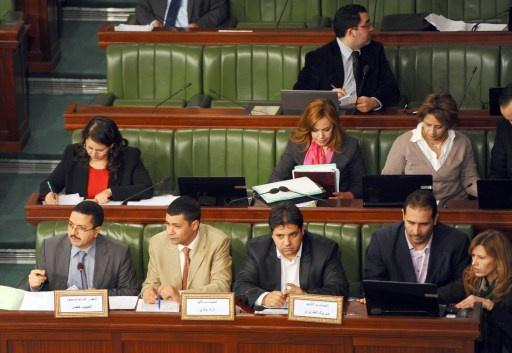 البرلمان التونسي يصادق بالأغلبية على فصل في الدستور الجديد يقر المساواة بين الرجل والمرأة