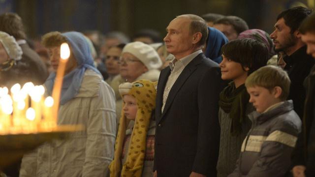 بوتين يهنئ المواطنين الروس بحلول عيد الميلاد المجيد