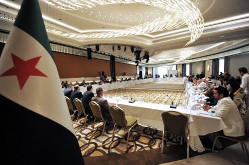 أنباء عن انسحاب 40 عضوا من اجتماع الائتلاف بسبب خلافات بشأن جنيف 2