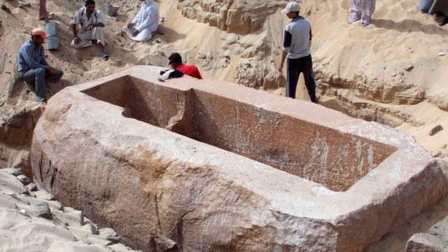 الكشف عن مقبرة فرعون سوبك حتب الأول في مصر