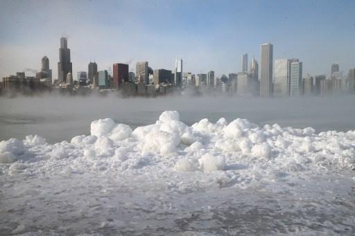 بالفيديو .. عاصفة ثلجية تضرب شيكاغو الأمريكية