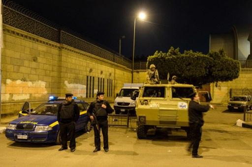 مجهولون يلقون قنبلة على نقطة مرور في القاهرة