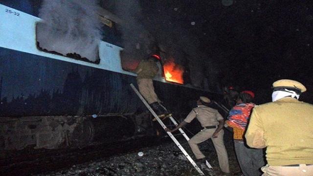 مقتل 9 أشخاص بحريق قطار في الهند