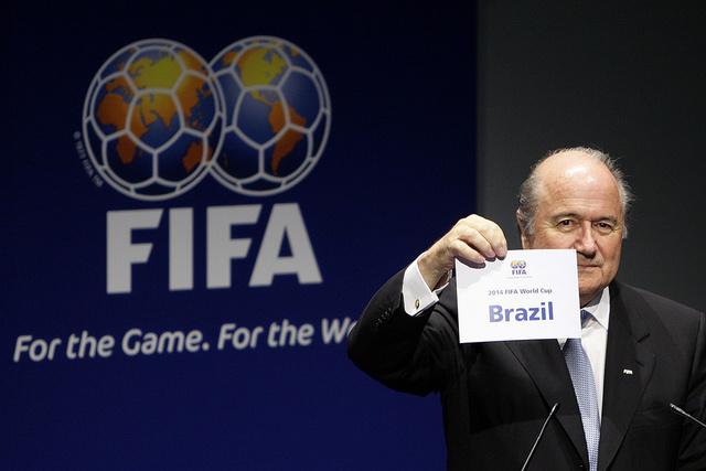 البرازيل تحذر بلاتر بالرد على أي انتقادات