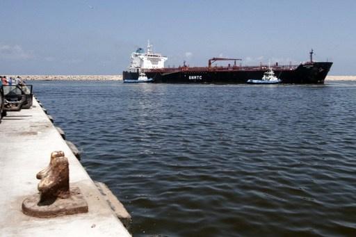 زيدان يهدد بإغراق أي ناقلات تحاول الوصول إلى موانئ ليبية يسيطر عليها محتجون