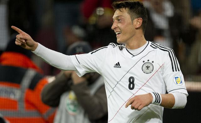 عازف الليل أوزيل الأفضل في ألمانيا للمرة الثالثة على التوالي