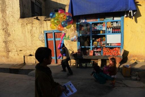 سقوط طفل بنار أمريكية عن طريق الخطأ في أفغانستان