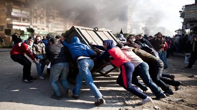 جماعة الإخوان تدعو مناصريها للتظاهر بهدف إسقاط الدستور