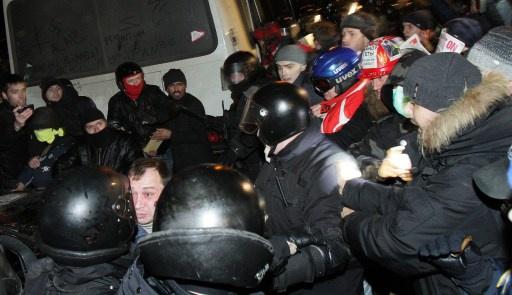 إصابة عدد من المحتجين ومن أفراد الشرطة الخاصة بمواجهات في كييف