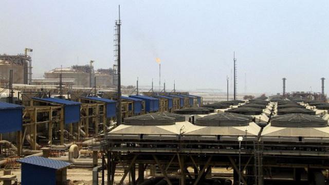 وزارة النفط الإيرانية تنفي الاتفاق مع روسيا حول تبادل النفط بالسلع