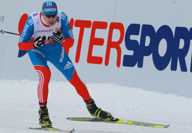 الروسي أوستيوغوف يفوز بسباق كأس العالم للتزلج